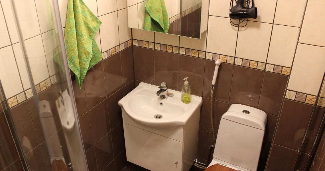 Kaplas-huoneiston kylpyhuone