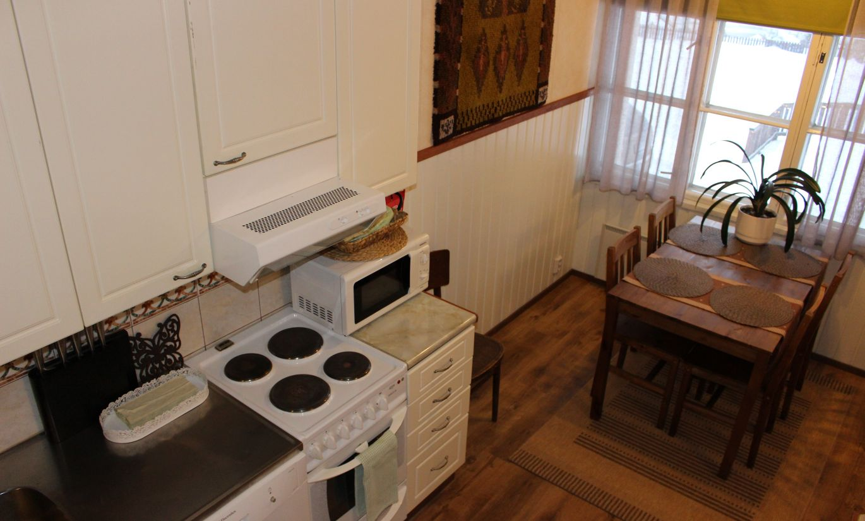 Utju-huoneiston keittiö