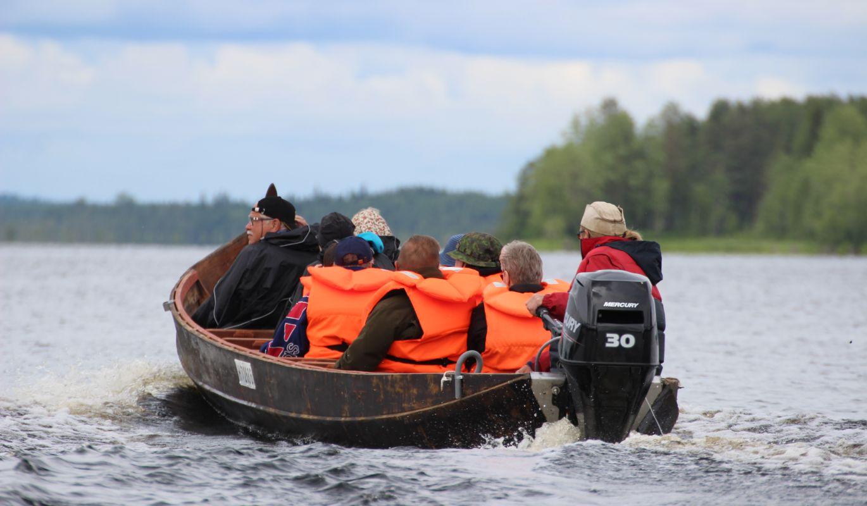 Jokivene matkalla kohti Petkeljärveä
