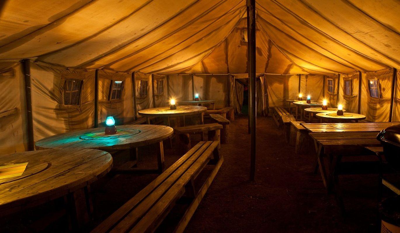 Luppola teltta toimii väliaikakahvitusten tarjoilutilana