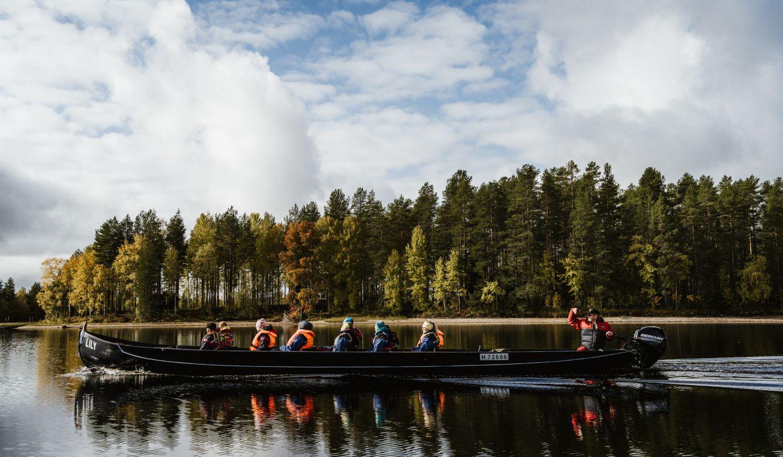 Jokivene matkalla kohti Jänissaarta